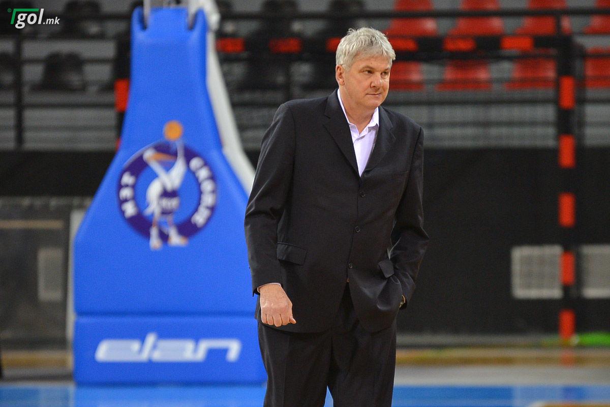 Кошаркарскиот тренер Алеш Пипан си замина од МЗТ Скопје