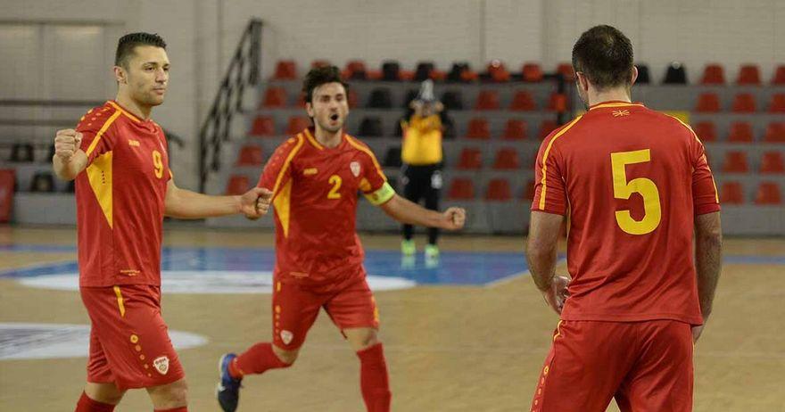 Футсал репрезентативците на Македонија се радуваат по постигнат гол