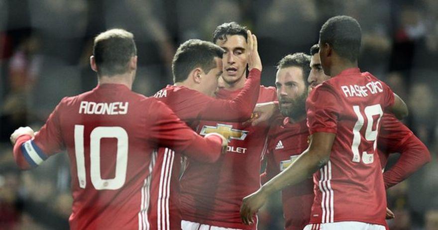 Јунајтед продолжува да  гази    лесно совладан Хал во полуфиналето на Лига Купот