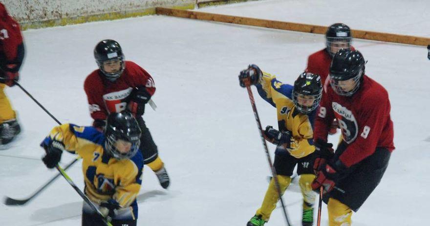 mladite-hokejari-na-vardar-so-tri-pobedi-i-mnogu-iskustvo-se-vratija-od-bugarija