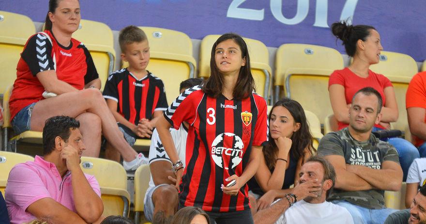 Најубавата Македонка блесна во црвено црно и му донесе среќа на Вардар