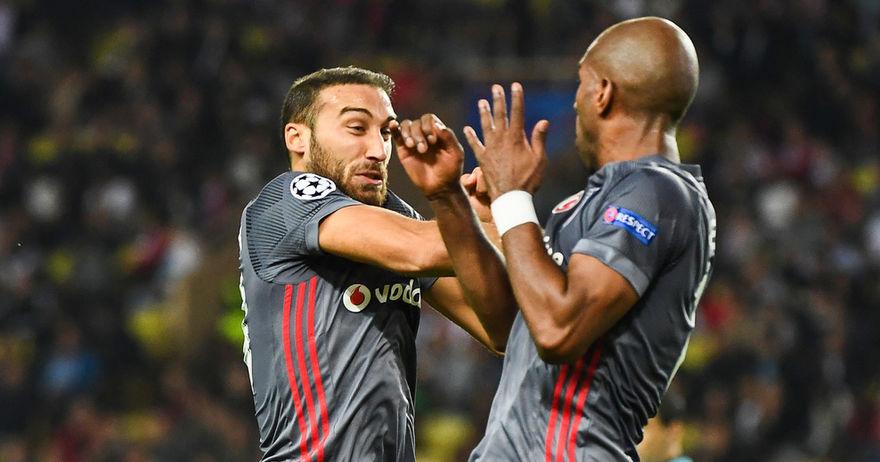 Џенк Тосун е турскиот Роналдо и го води Бешикташ кон осминафиналето
