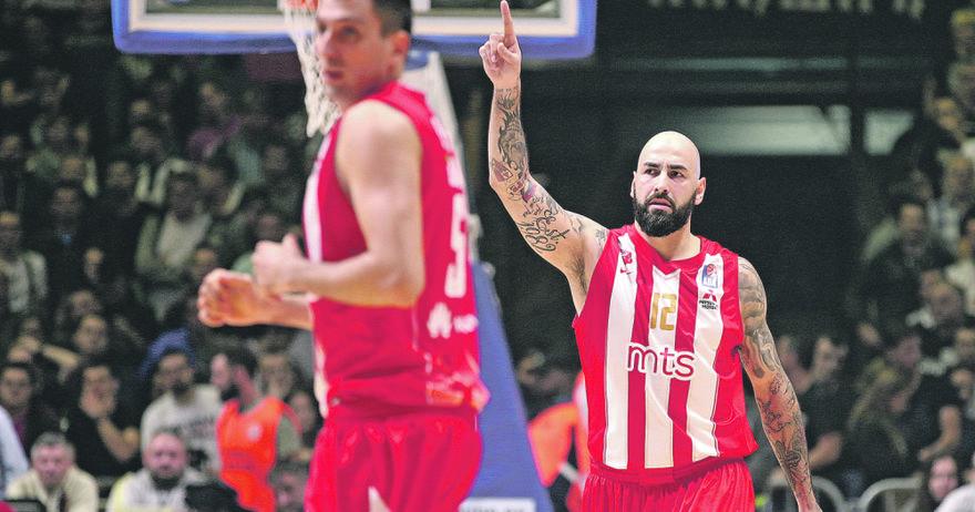 Кошаркарите на Црвена Звезда го гледаат Перо Антиќ како свој татко