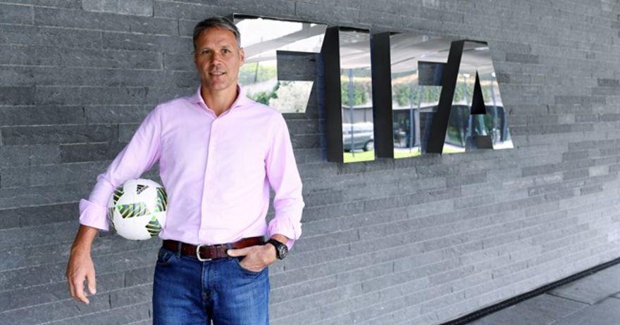 Марко ван Бастен ќе ја предводи делегацијата на ФИФА во Скопје