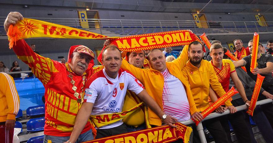 Од Швајцарија  Германија  Белгија  па дури и од Австралија во  Фалангата  за мечот со Словенија