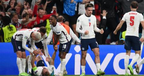Англија финале