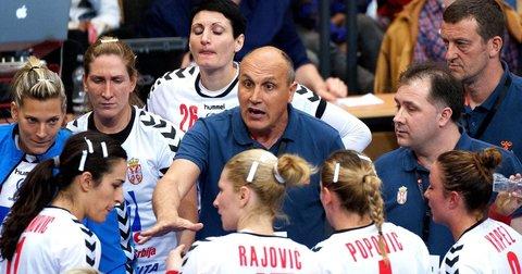 Српскиот селектор Саша Бошковиќ на тајм-аут