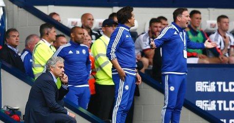 Жозе Мурињо разочаран на клупата на Челзи