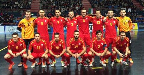 Македонската футсал репрезентација на мечот со Словачка во Бари