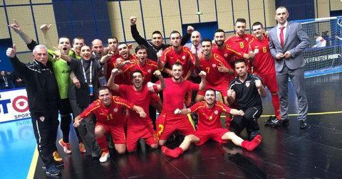 Македонската футсал репрезентација слави по мечот со Молдавија