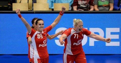 Женската репрезентација на Полска слави