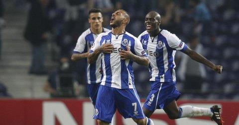 Фудбалерите на Порто во радост по постигнат гол