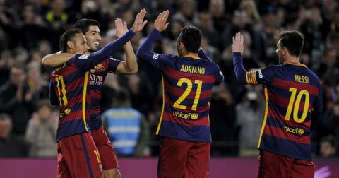 Фудбалерите на Барселона слават постигнат гол