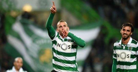 Ислам Слимани прославува гол против Порто