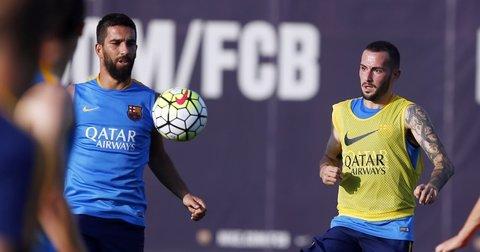Арда и Алеиш Видал на тренинг на Барселона