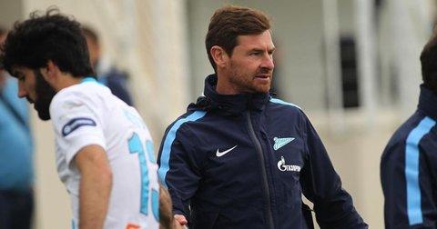 Андре Виљаш Боаш на клупата на Порто