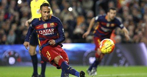 Нејмар шутира пенал за Барселона