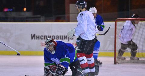 Хокеарите на Металург на меч од Балканската лига