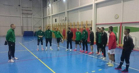 Фудбалерите на Железарец на тренинг