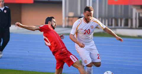 Крсте Велковски во дуел со либанските фудбалери